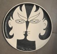 SH Enchères, Sophie Himbaut commissaire-priseur Belle vente de bijoux, objets d'art, tableaux et mobilier le mercredi 16 décembre à 14h. jean-cocteau-assiette-double-visage.ceramique