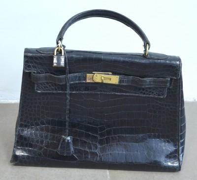 SH Enchères, Sophie Himbaut commissaire-priseur Belle vente de livres, objets d'art, tableaux et meubles hermes-paris-1959-sac-kelly-32-en-crocodile-noir