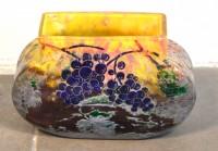 SH Enchères, Sophie Himbaut commissaire-priseur Belle vente de tableaux, meubles et objets d'art le vendredi 19 Mars daum-a-nancy-vase-a-corps-renfle-en-verre-multicouches