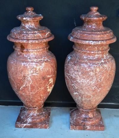 SH Enchères, Sophie Himbaut commissaire-priseur Belle vente de tableaux, objets d'art et collections le vendredi 25 juin à 14h paire-d-urnes-couvertes-en-marbre-rose