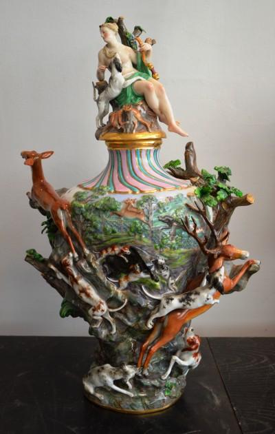 SH Enchères, Sophie Himbaut commissaire-priseur Belle vente de tableaux, objets d'art et collections le vendredi 25 juin à 14h samson.grande-potiche-couverte-en-porcelaine-a-decor-de-chasse