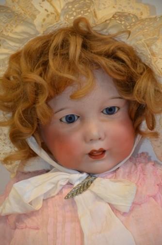 SH Enchères, Sophie Himbaut commissaire-priseur Vente de collections sur la mine, le droit et les poupées. sfbj-251-paris-taille-12-poupee-tete-en-porcelaine