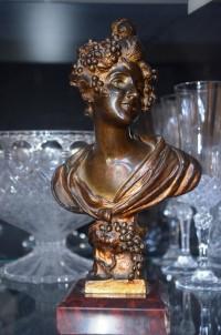 SH Enchères, Sophie Himbaut commissaire-priseur Vente de fonds de maison du mardi 24 septembre à 14h sculpture-en-bronze-buste-de-femme