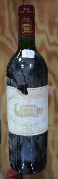 SH Enchères, Sophie Himbaut commissaire-priseur Vente de fonds de maison le 17 juin 2020 dont belle cave de vin et alcools chateau-margaux-1985-vin