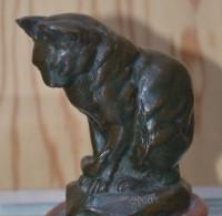 SH Enchères, Sophie Himbaut commissaire-priseur Vente de fonds de maison mardi 09/02 à 9h30 antoine-louis-barye-chat-assis-sculpture-en-bronze