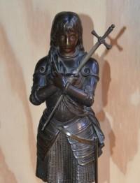 SH Enchères, Sophie Himbaut commissaire-priseur Vente de fonds de maison mardi 09/02 à 9h30 eutrope-bouret-jeanne-d-arc-sculpture-bronze
