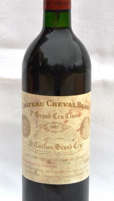 SH Enchères, Sophie Himbaut commissaire-priseur Vente online de vins et alcools provenant d'une importante cave particulière chateau-cheval-blanc-1er-gcc-1997-st-emilion